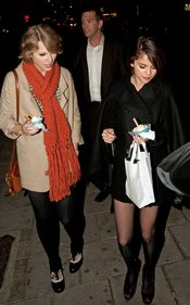 Taylor Swift y Selena Goimez coinciden en Londres