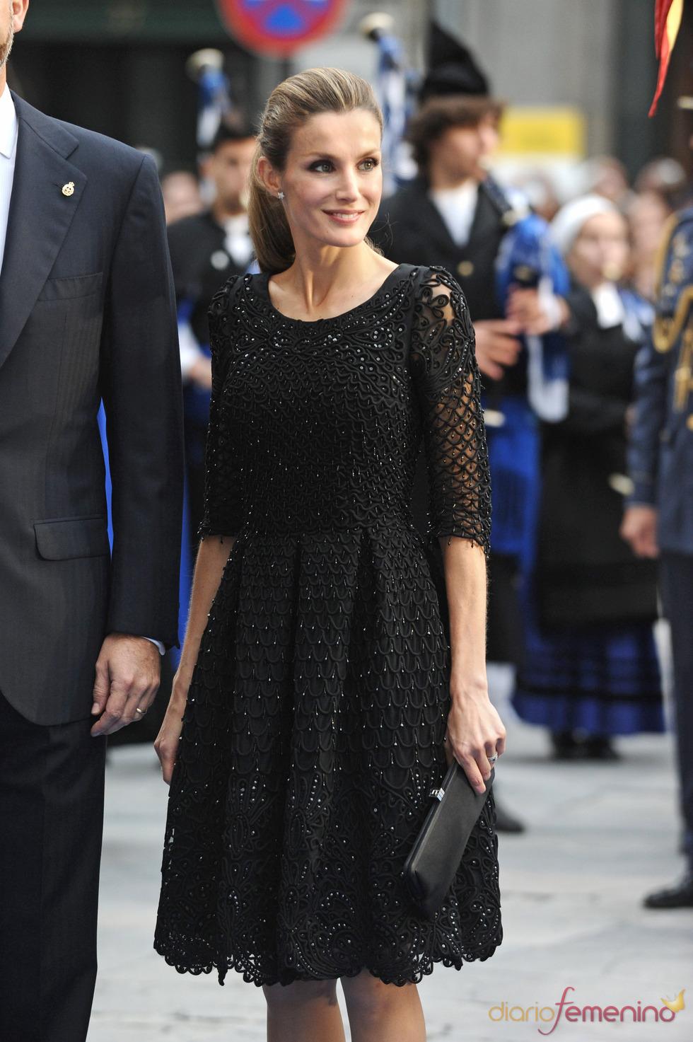 El look de la princesa Letizia en los premios Príncipe de Asturias 2010
