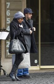 Raquel del Rosario de compras con Fernando Alonso con un look invernal