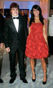 Raquel del Rosario y Fernando Alonso vestido de fiesta