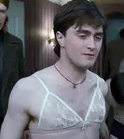 Daniel Radcliffe con sujetador en la nueva entrega de Harry Potter