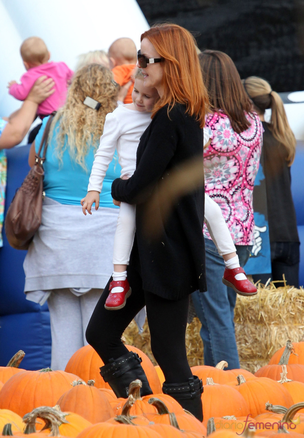 Marcia Cross lleva a sus gemelas al Pumpkin Patch