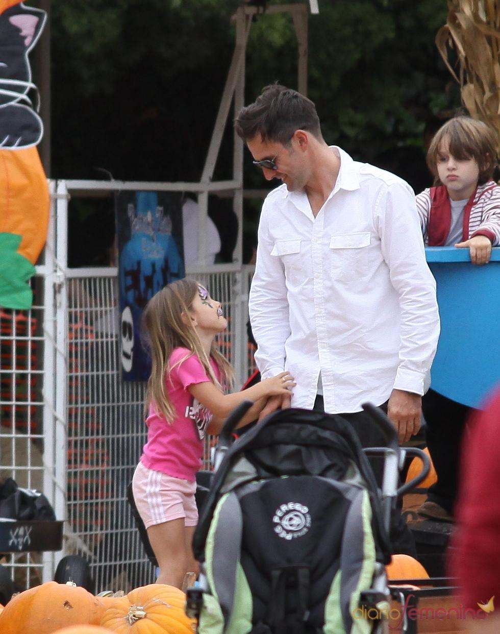 David Arquette y su hija en el Pumpkin Patch