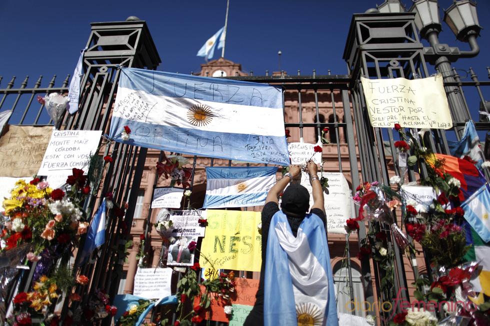 La Casa Rosada cercado por partidarios de Néstor Kirchner
