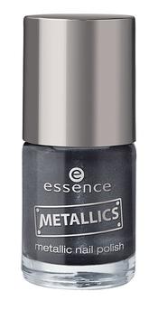 Esmalte de uñas negro de Essence