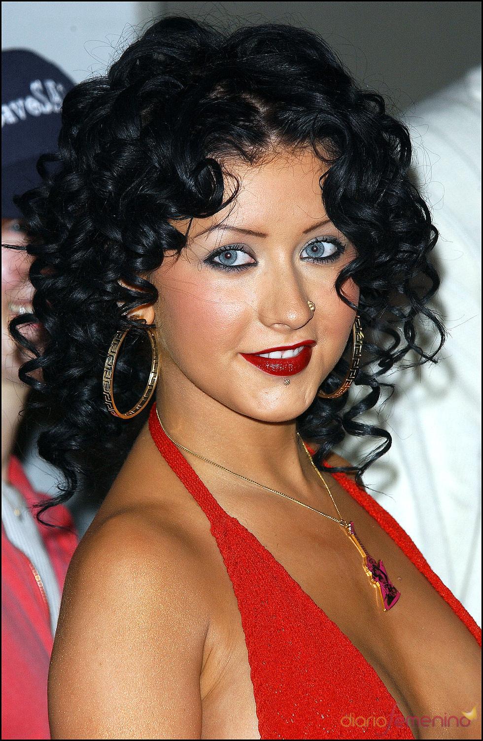 Christina Aguilera morena y con rizos