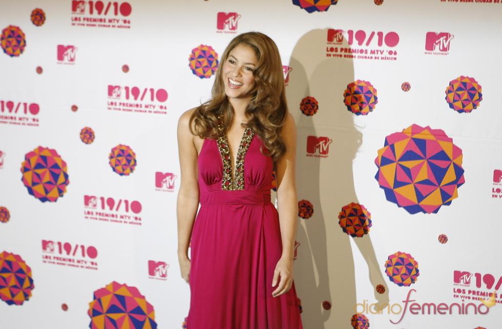 Shakira con un tono de cabello muy natural