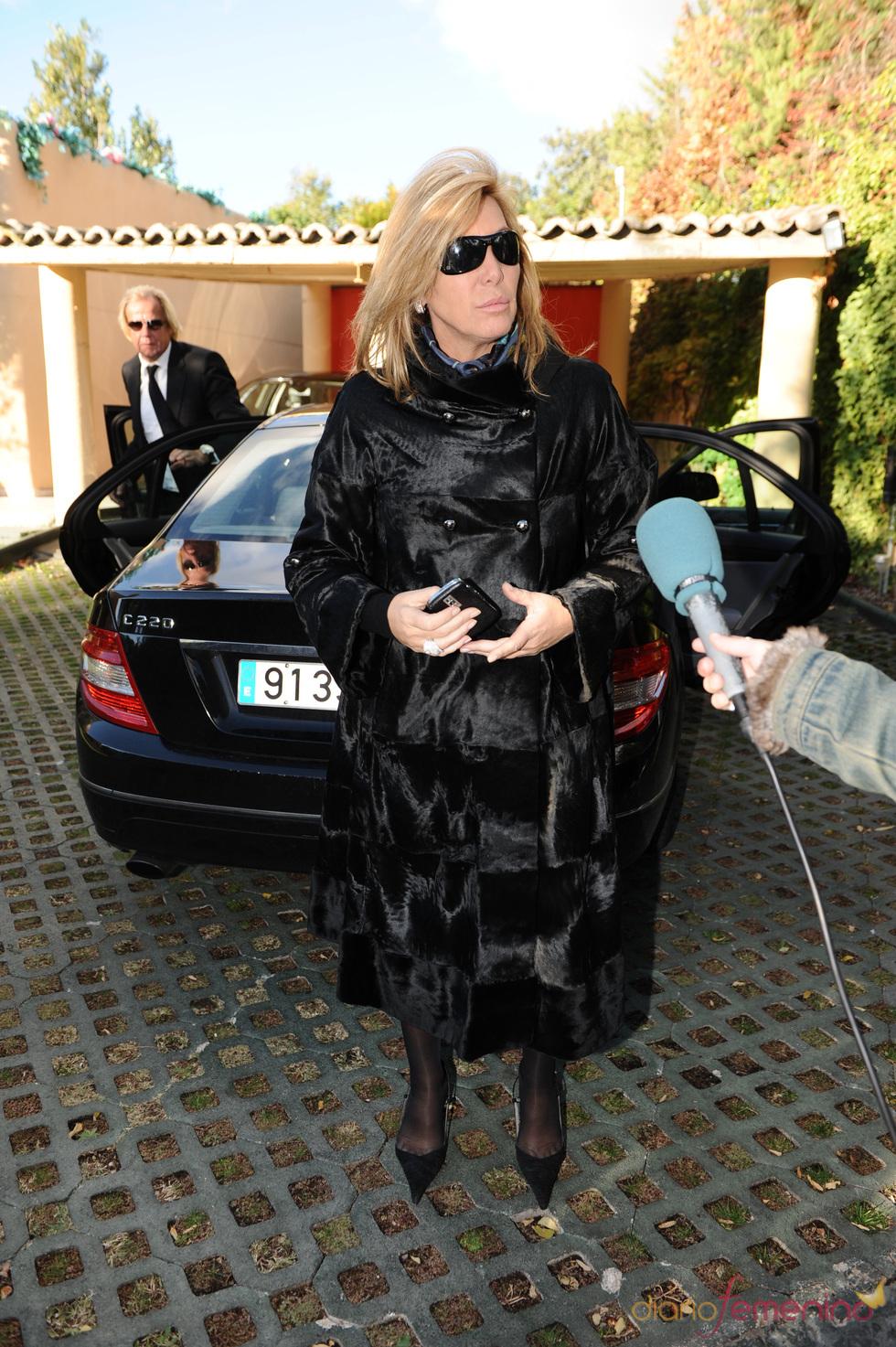 Norma Duvall vuelve a casa después del entierro de su hermana