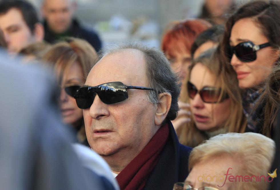 Santiago Paredes, ex marido de Carla Duval, en el entierro