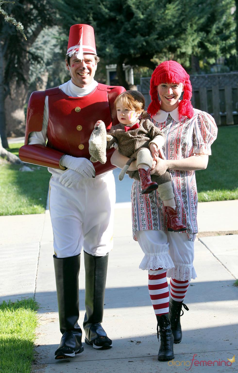 Alyson Hannigan se convierte en muñeca de trapo para Halloween