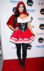 Kim Kardashian, una exhuberante pastorcilla en Halloween