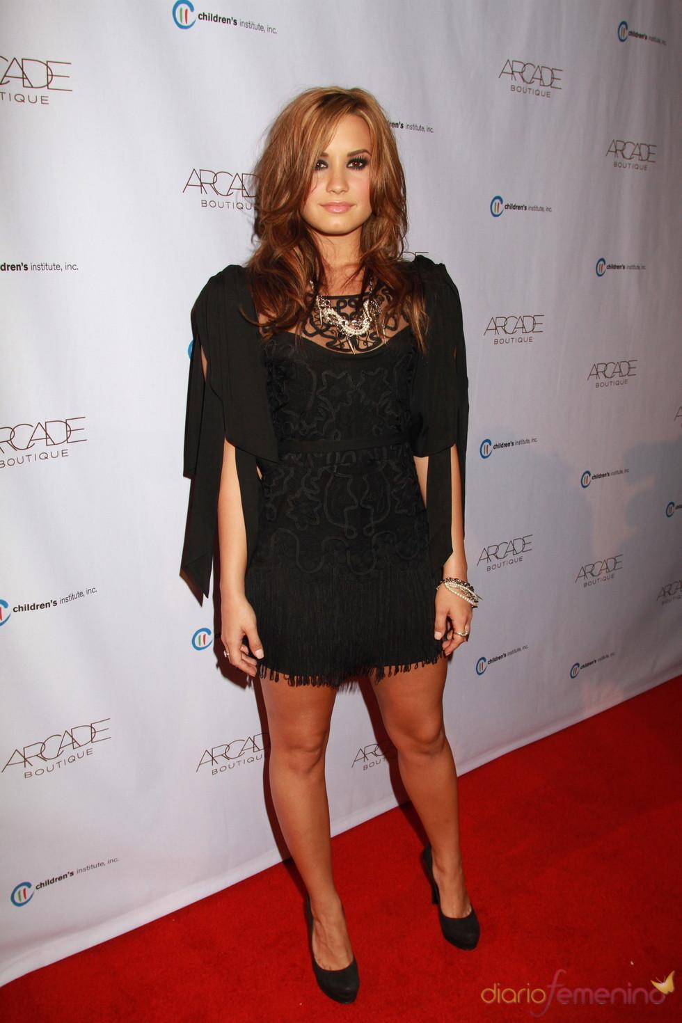 Demi Lovato aclaró su oscura melena