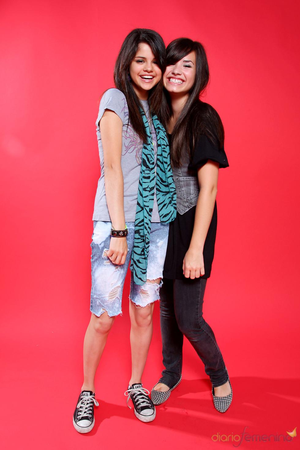 Demi Lovato y Selena Gómez, ambas muy jóvenes