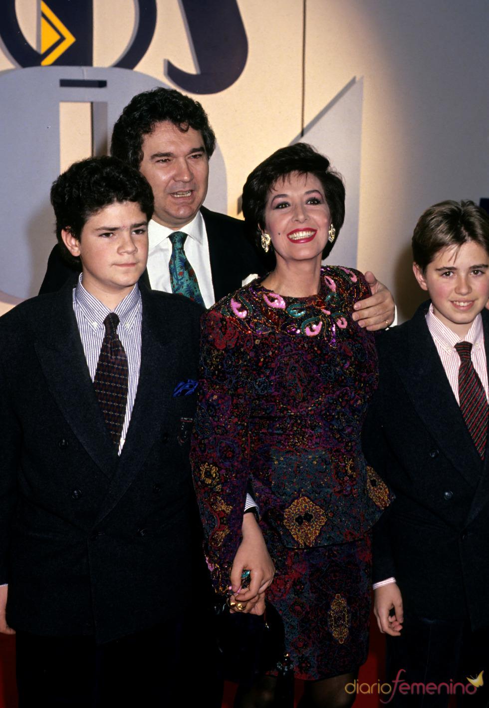 Paco Marsó con su familia en los 90