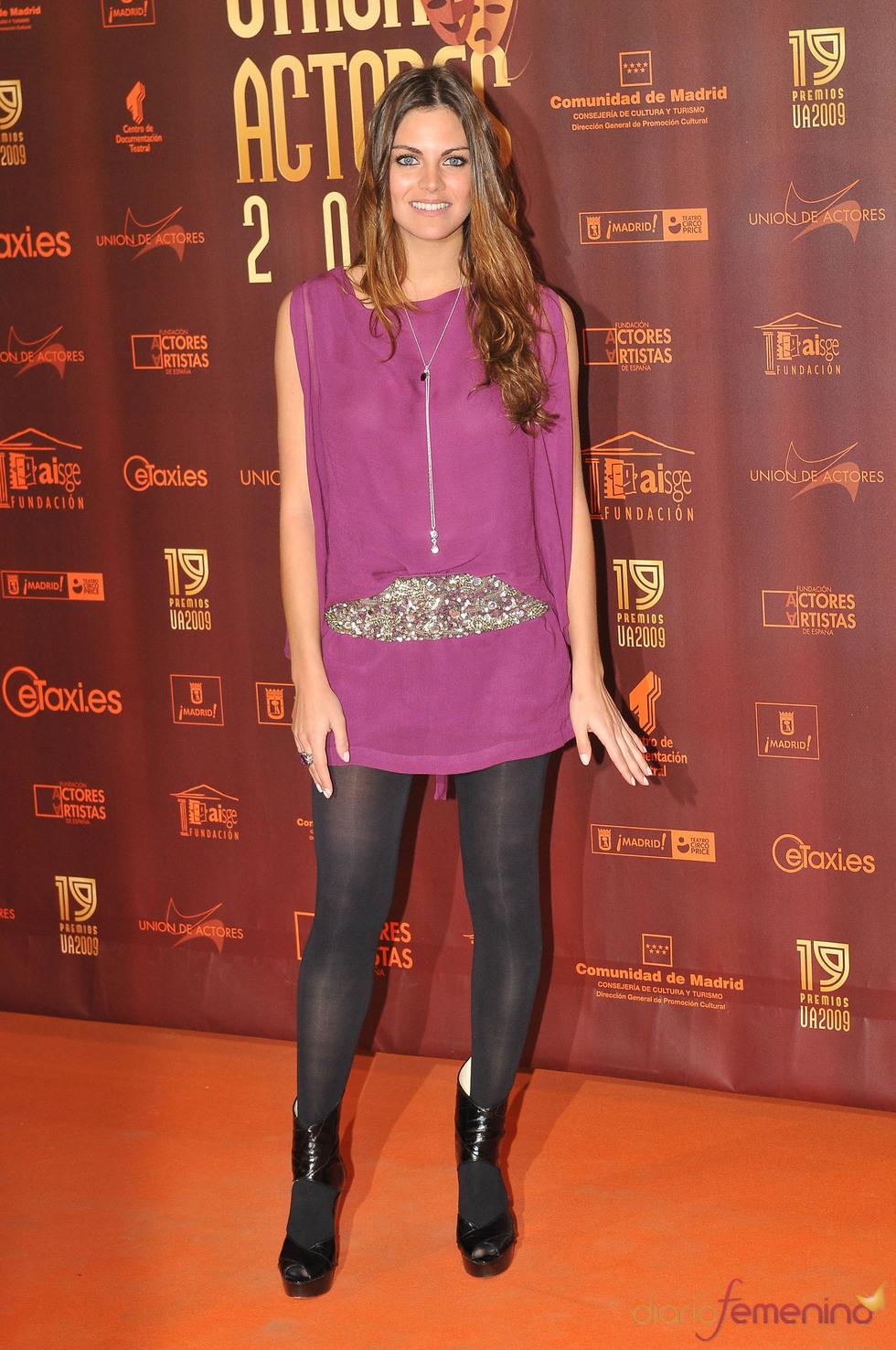 Amaia Salamanca con mini-vestido en color lila