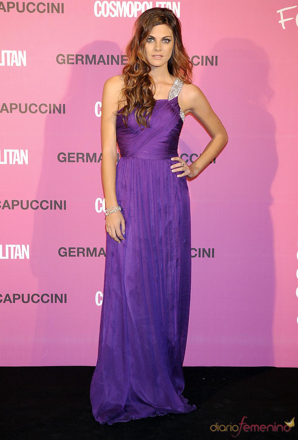 Amaia Salamanca con vestido tipo helénico