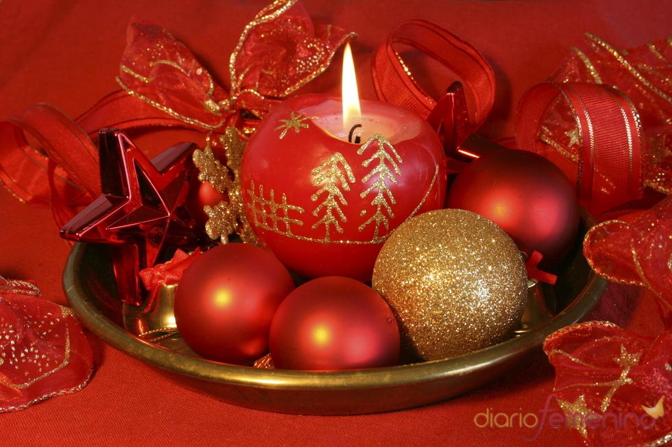 Velas de navidad decoradas con un poco de imaginacin centros de mesa adornos con pias de pino - Velas decoradas para navidad ...