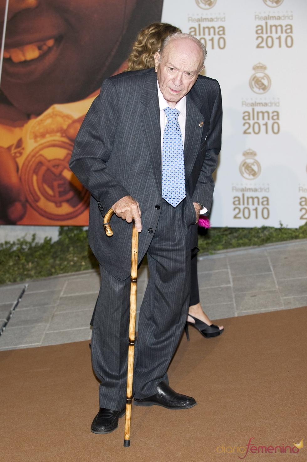Alfredo Distefano en la entrega del Premio Alma 2010