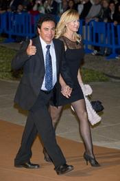 Hugo Sánchez y su esposa en el Premio Alma 2010