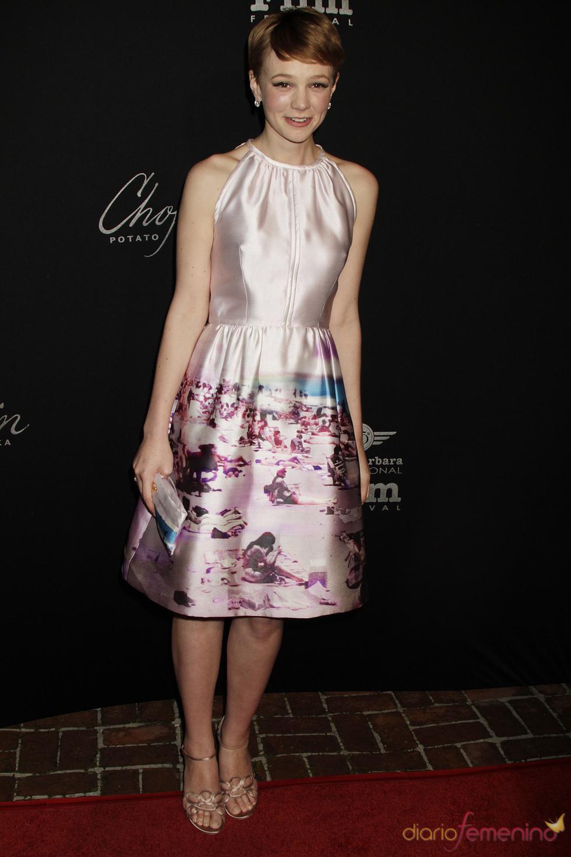 Carey Mullingan con un divertido vestido estampado