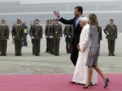 Los Príncipes de Asturias arropan al Benedicto XVI