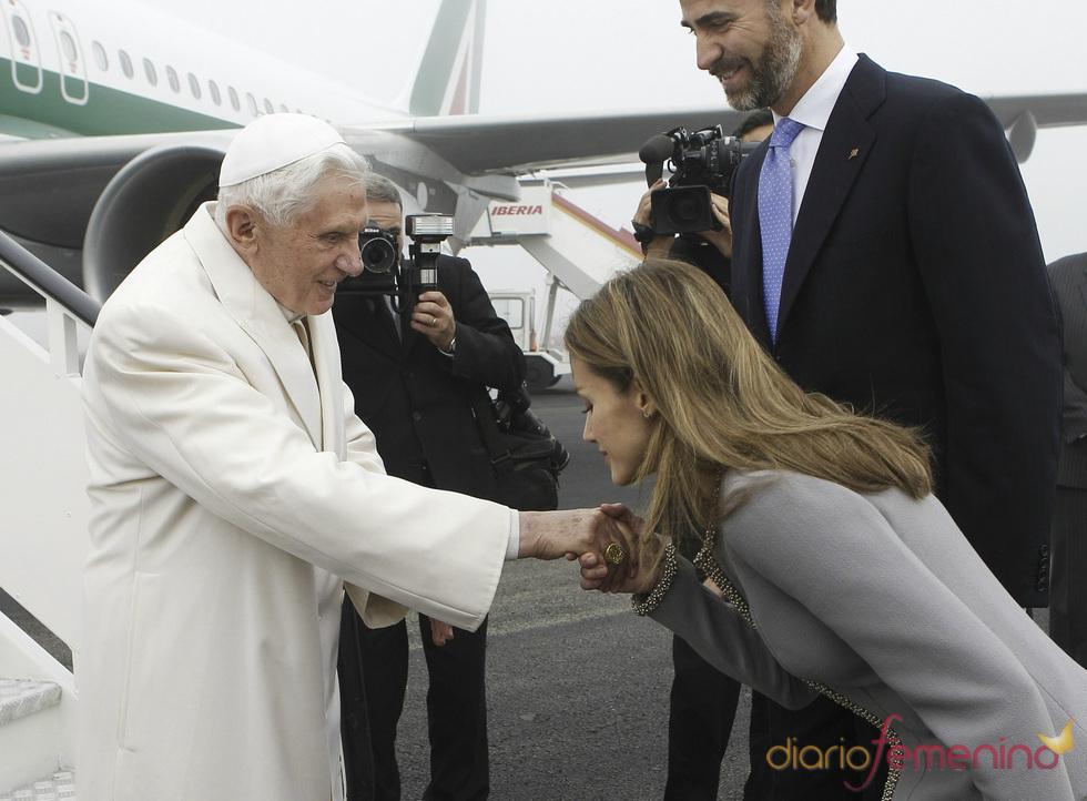 Felipe de Borbón y Letizia Ortiz reciben al Papa Benedicto XVI