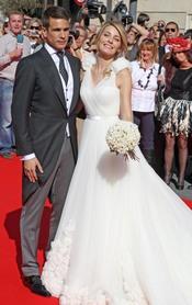 José María Manzanares hijo y Rocío Escalona posan como marido y mujer