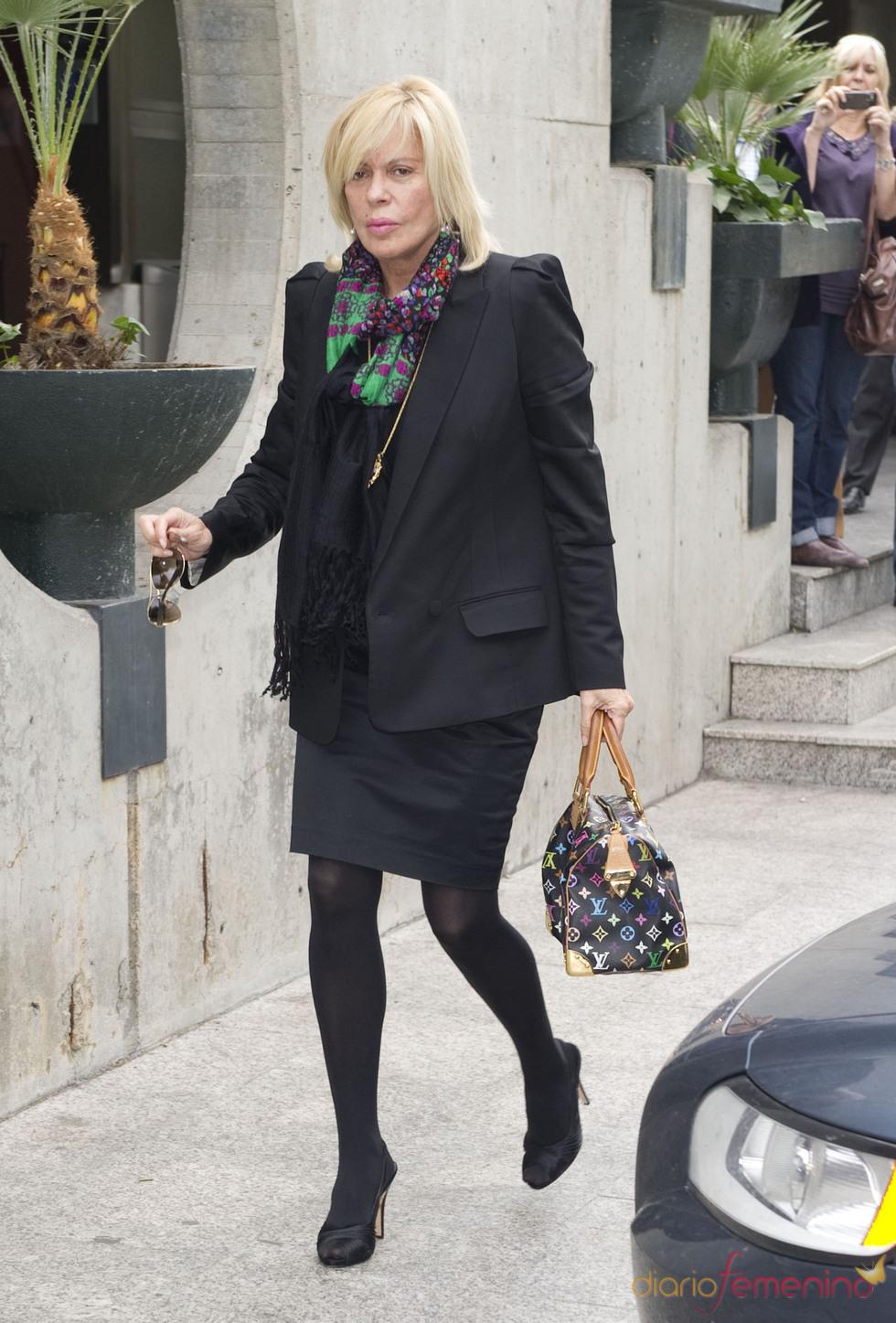 Bárbara Rey en el velatorio de Paco Marsó