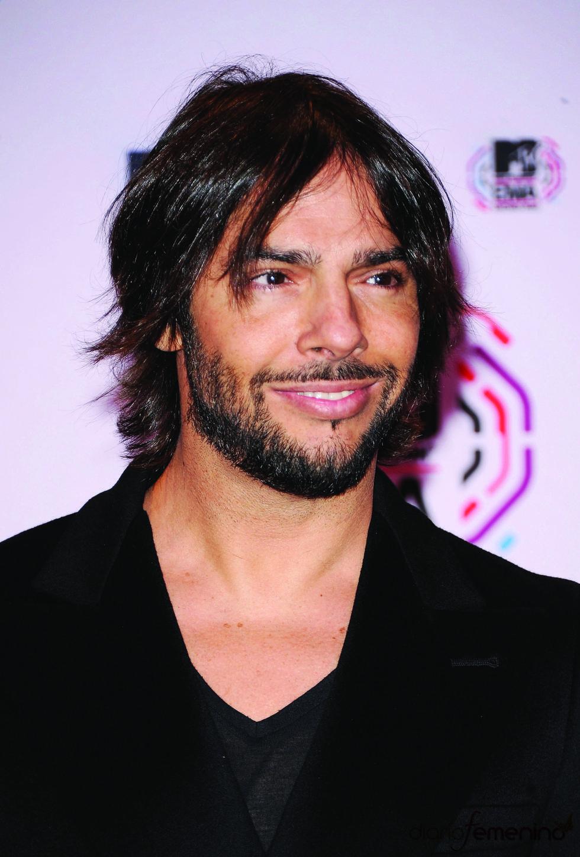 Joaquín Cortés sonriente en los MTV EMA