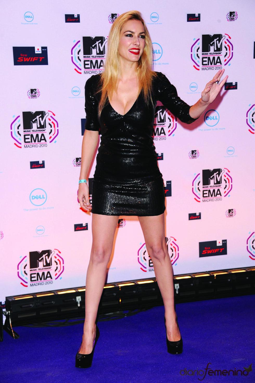 Kira Miró embutida en los MTV Europe Music Awards