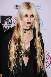 Taylor Momsen llega a los MTV Europe Music Awards