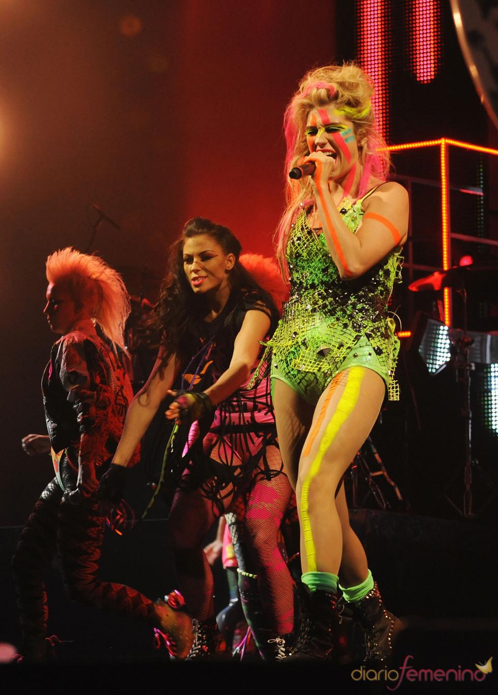Kesha actúa en los MTV Europe Music Awards