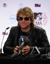 Jon Bon Jovi demuestra su simpatía en los premios MTV