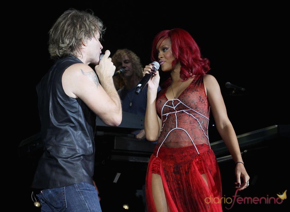 Jon Bon Jovi y Rihanna sorprendieron con su dueto en los EMAs