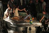 Robert Pattinson y Kristen Stewart ruedan en un bote