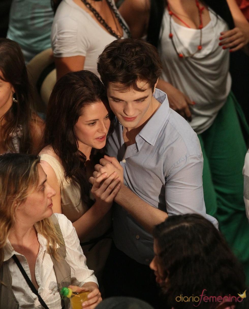 Robert Pattinson y Kristen Stewart, de la mano en el rodaje de 'Amanecer'