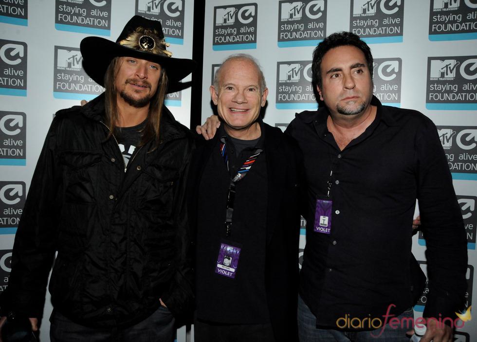 Kid rock, Bill Roedy y Bruce Gillmer en la fiesta de la Caja Mágica