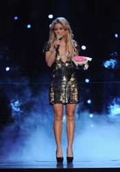 Shakira recoge un premio en reconocimiento a su labor social