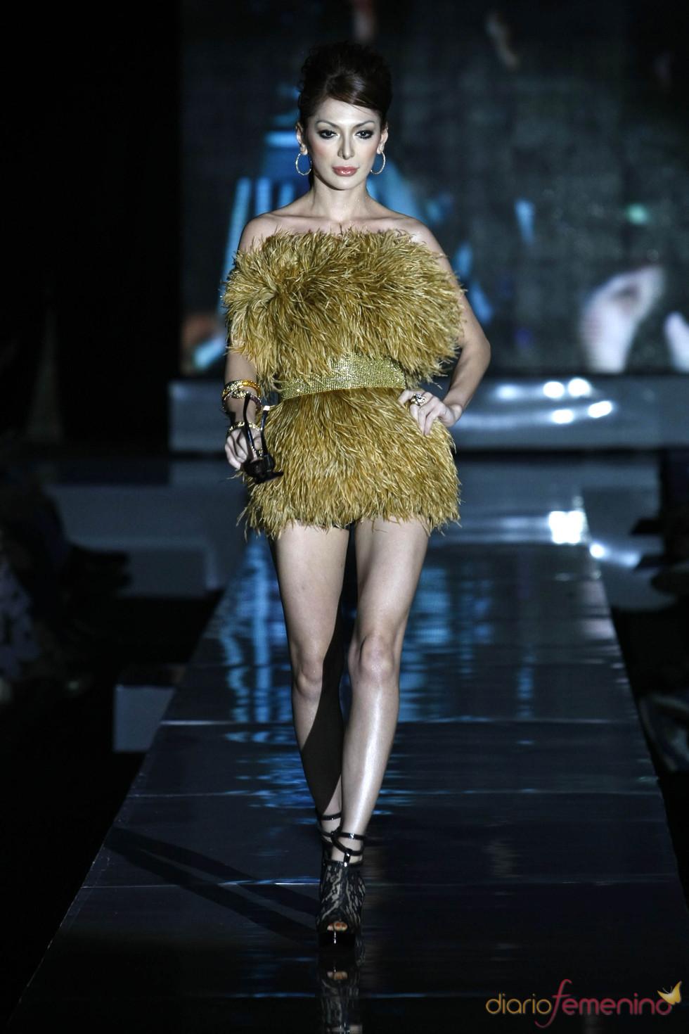 Vestido peludo dorado, Jarkata Fashion Week 2010