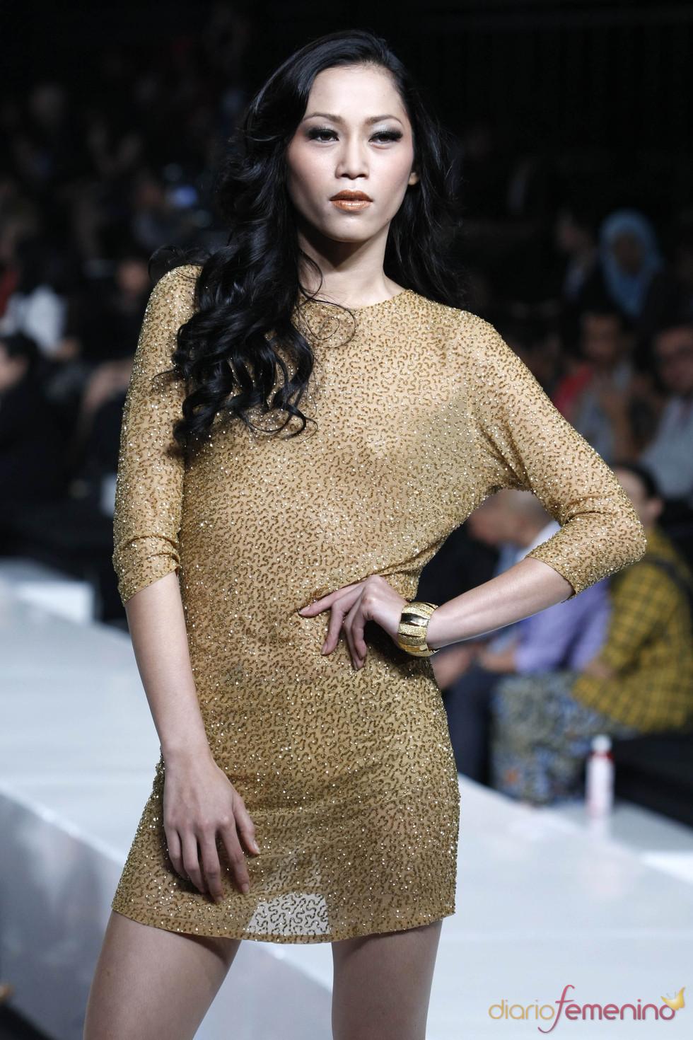 Sencillo pero elegante vestido dorado, Jarkata 2010