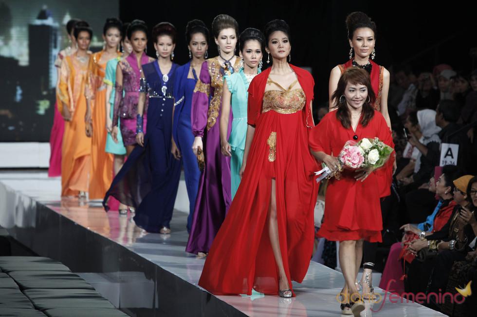 Creaciones con un toque oriental en la Jarkata Fashion Week 2010