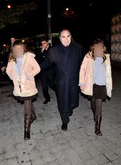 Las gemelas de Carla Duval, Andrea y Paula, con su padre Santiago Paredes