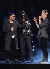 Shannon Leto, Tomo Milicevic and Jared Leto de 30 Seconds to Mars  en el MTV Day