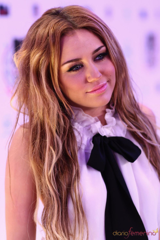 Miley Cyrus muy simpática con la prensa en el MTV Day