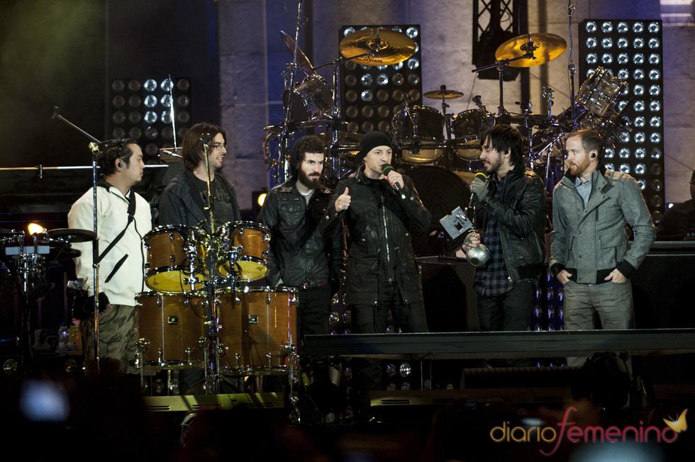 Linkin Park actuó ante miles de seguidores en la madrileña calle alcalá