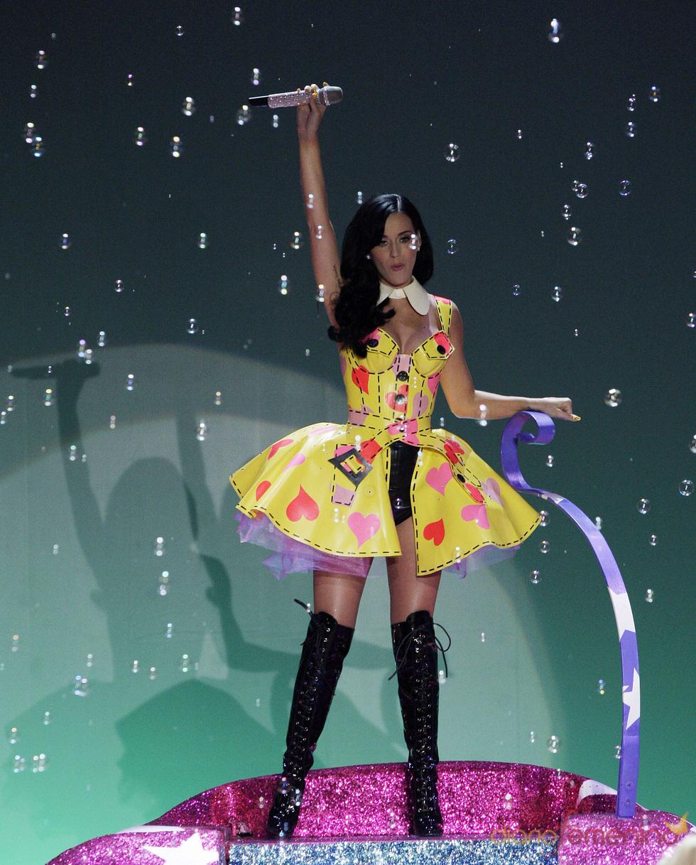 Katy Perry, como una diva en el desfile de Victoria's Secret