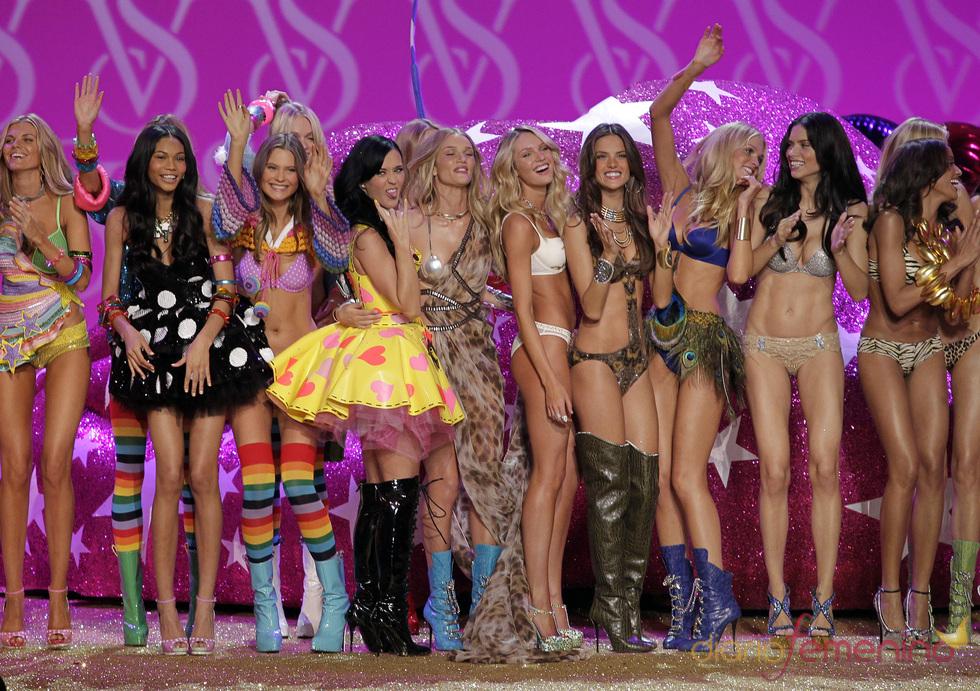 Katy Perry con los ángeles de Victoria's Secret