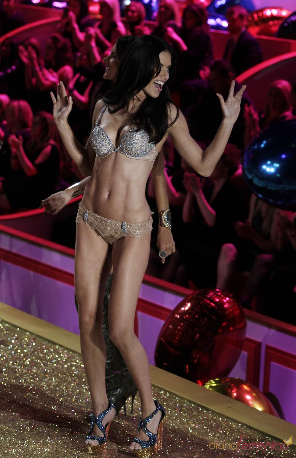 Adriana Lima en el desfile de Victoria's Secret