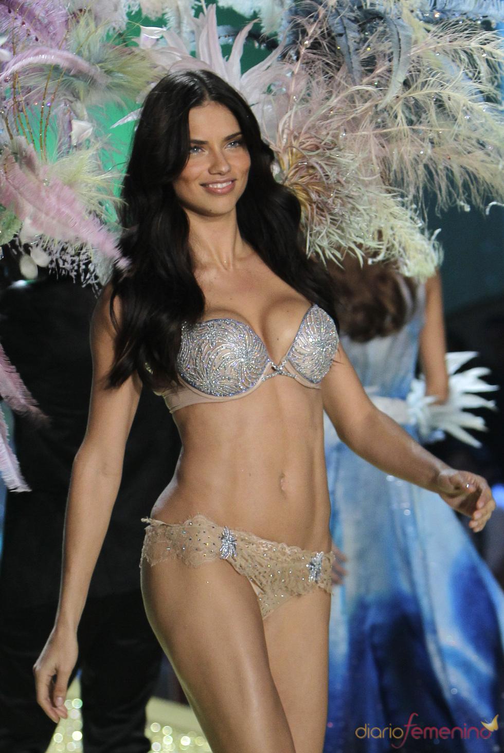 Adriana Lima Brüste