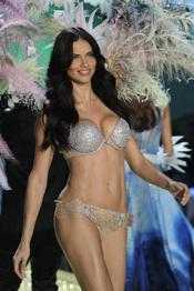 Adriana Lima y el sujetador de los dos millones de dólares